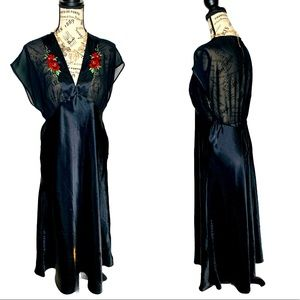 VTG Delicates Black Embroidered Roses Maxi Gown M